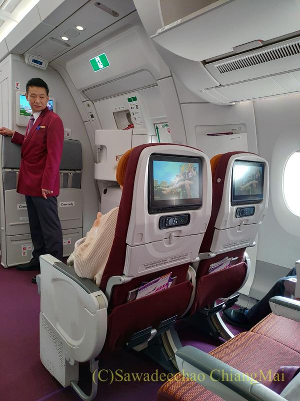 タイ国際航空TG105便のエコノミークラスのキャビン