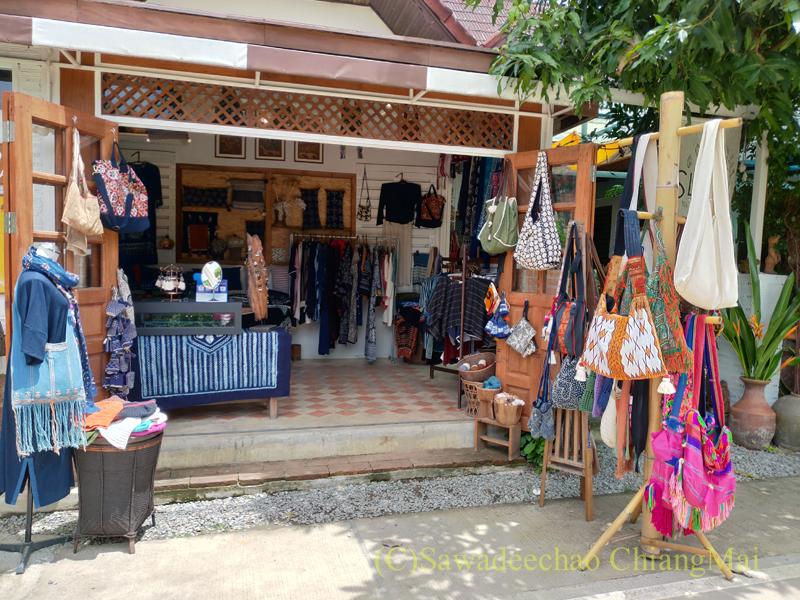 チェンマイの創作タイ料理レストラン、ミーナーの定期市の店