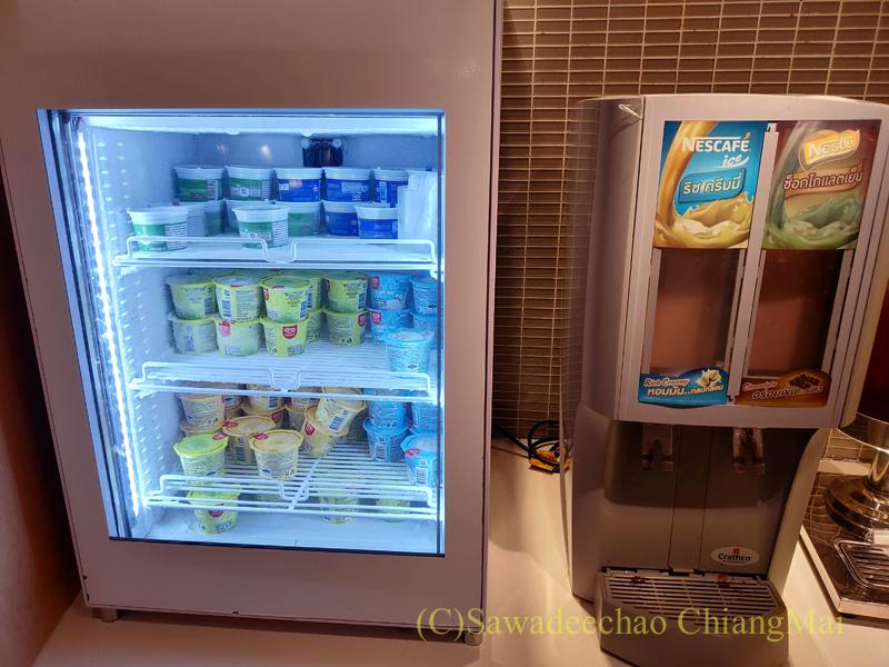スワンナプーム空港にあるミラクルファーストラウンジのアイスクリームコーナー