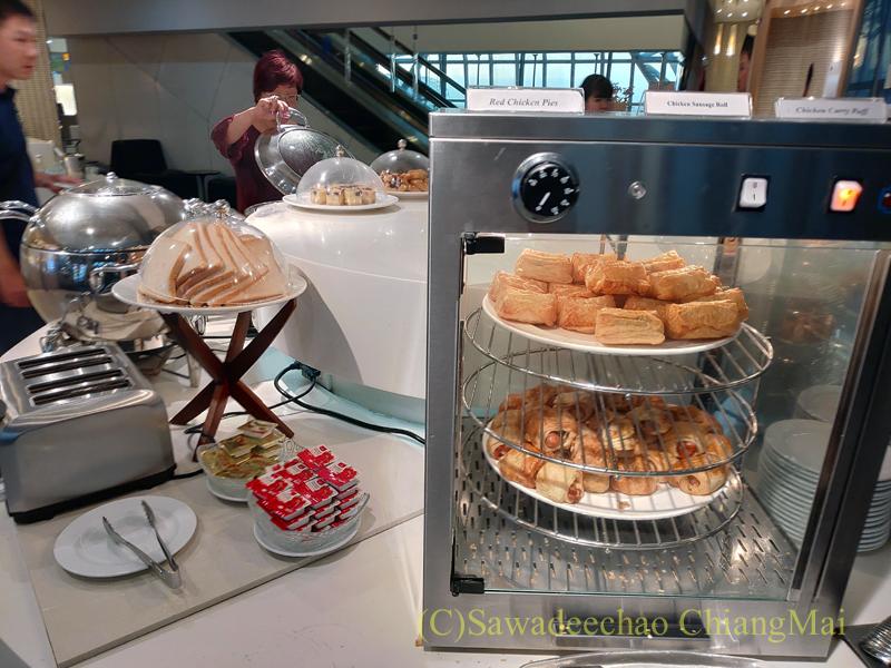 スワンナプーム空港にあるミラクルファーストラウンジのパイのコーナー