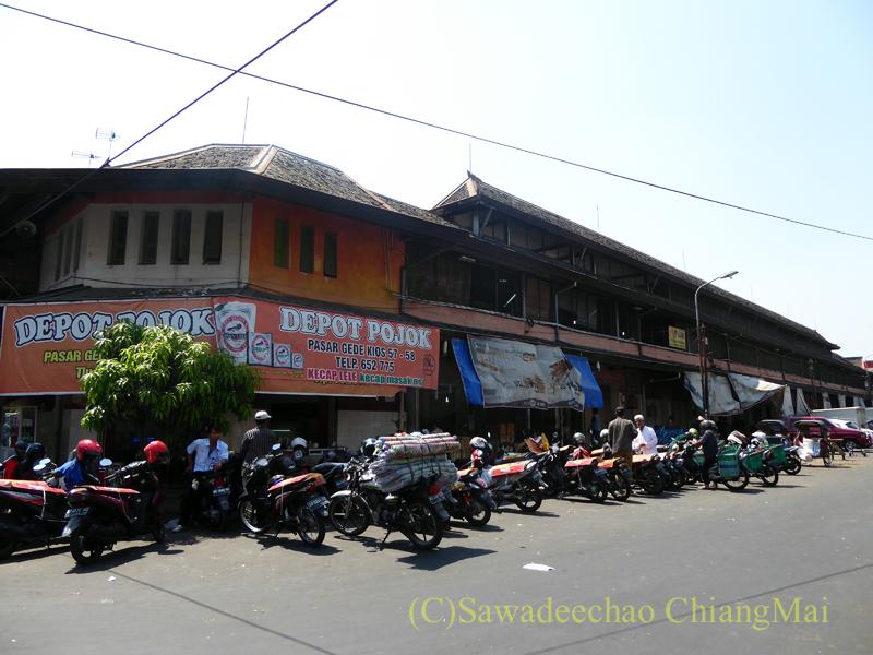 インドネシアのソロ(スラカルタ)にあるグデ市場の外観