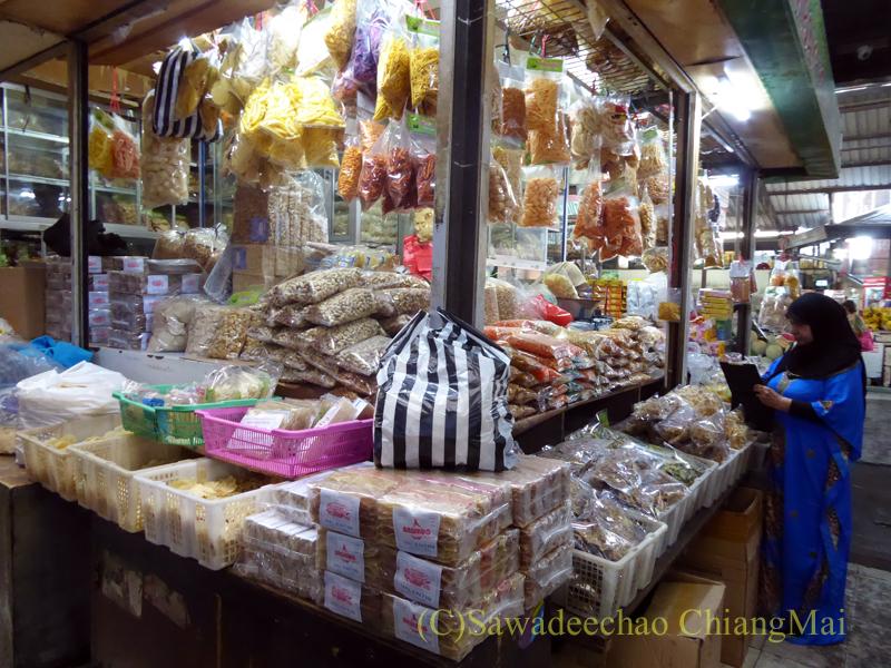 インドネシアのソロ(スラカルタ)にあるグデ市場の乾物売り場