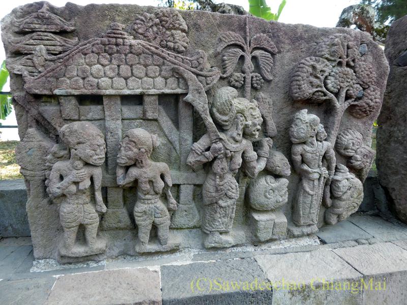 インドネシアのジャワ島にあるスクー寺院のヒンドゥー神話の石彫