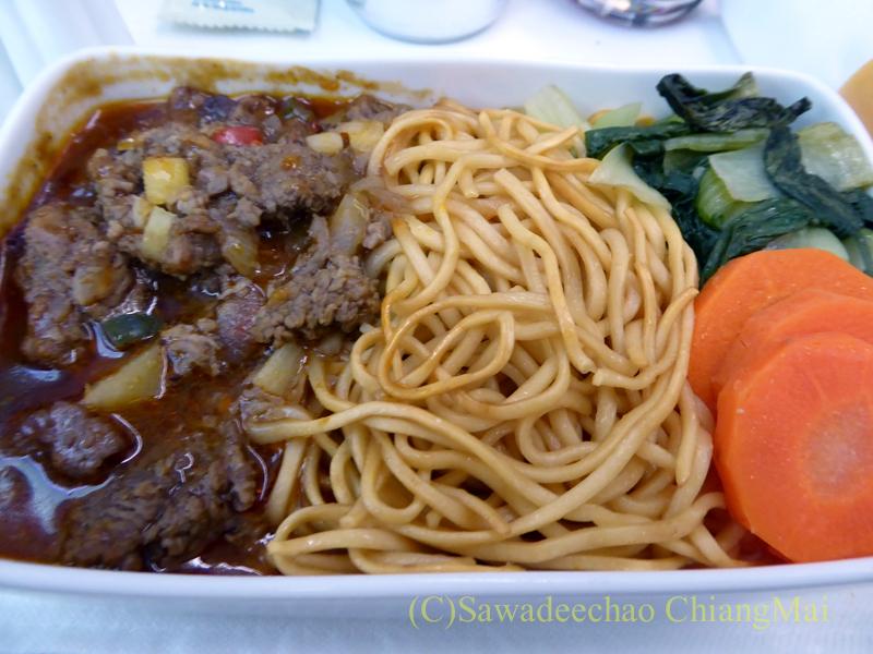 ベトナム航空VN606便のビジネスクラスで出た機内食のメインディッシュ