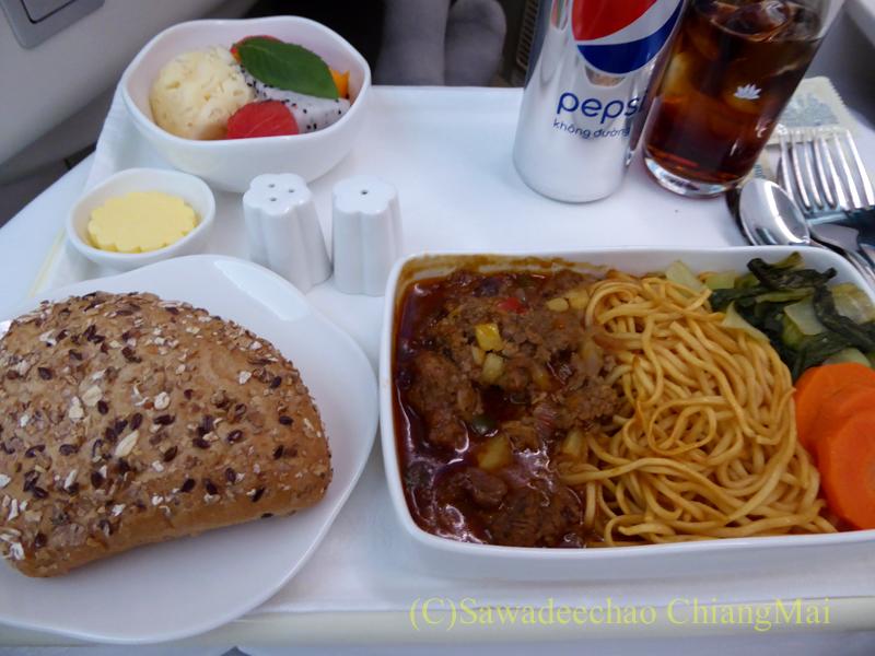 ベトナム航空VN606便のビジネスクラスで出た機内食全景
