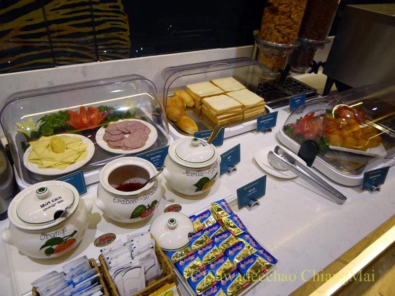 ベトナム・ホーチミン空港ベトナム航空ロータスラウンジのパンコーナー