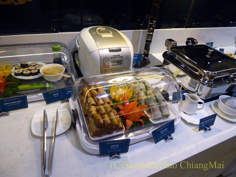 ベトナム・ホーチミン空港ベトナム航空ロータスラウンジのベトナム料理のコーナー