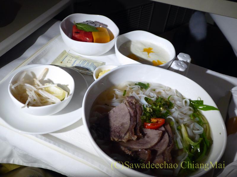 ベトナム航空VN300便成田行きビジネスクラスで出た朝食全景