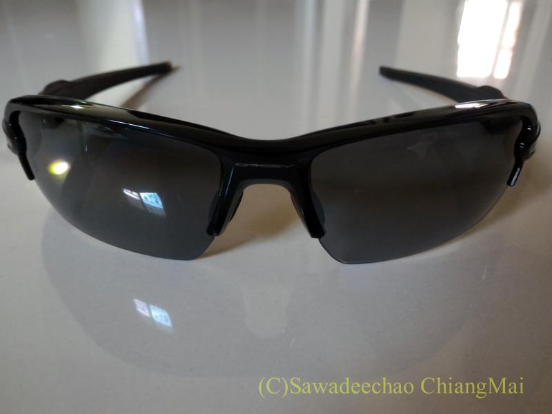 チェンマイのショッピングセンターで購入したオークリーのサングラスFlak2.0