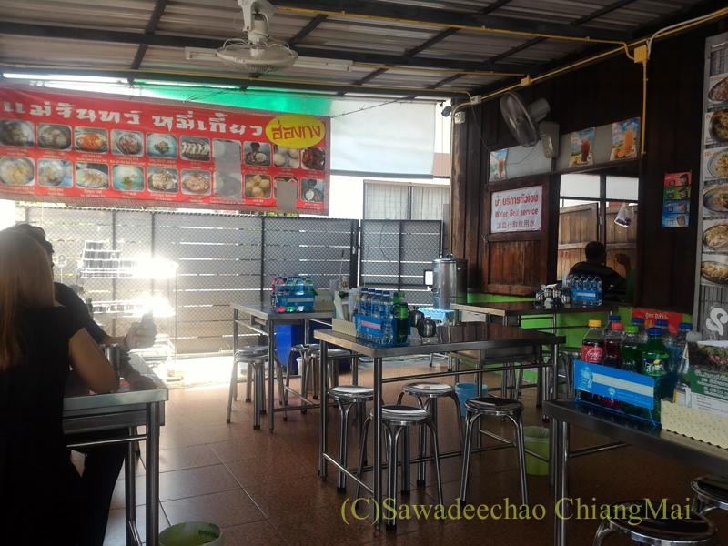 チェンマイの香港麺食堂珍婆婆香港美食店のテラス席