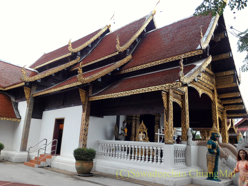 チェンマイ郊外にある寺院ワットプラタートシーチョムトーンの本堂