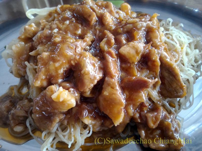 チェンマイの香港麺食堂珍婆婆香港美食店のジャージャー麺