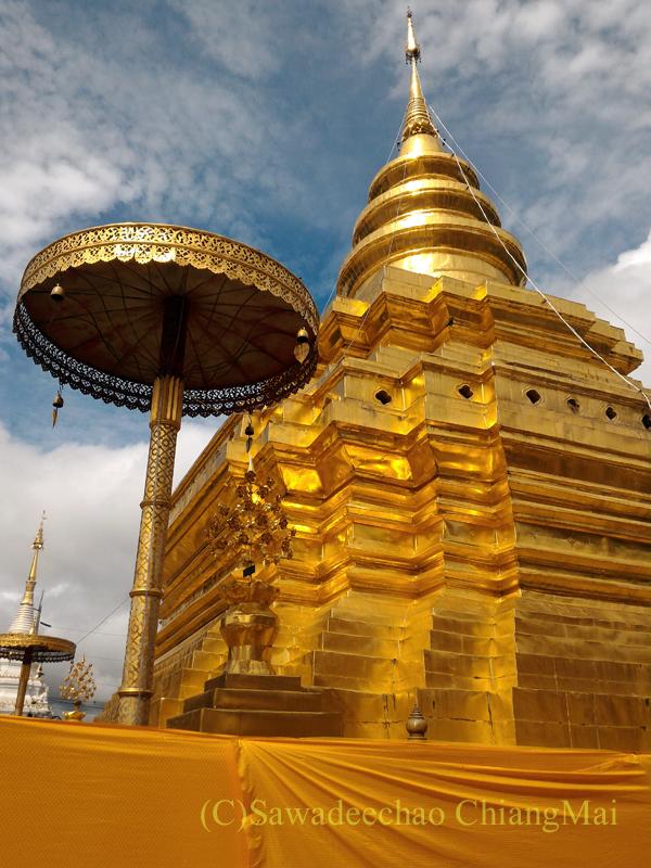 チェンマイ郊外にある寺院ワットプラタートシーチョムトーンの仏塔