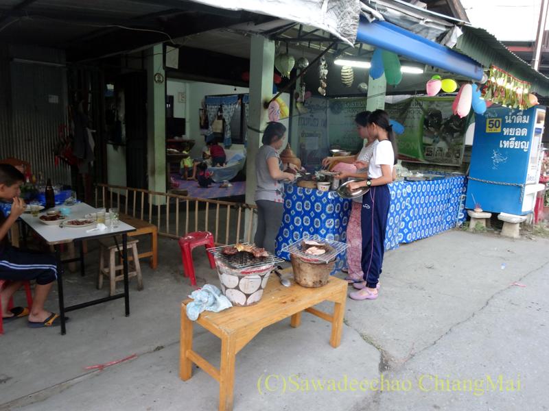 チェンマイのタイ人の家での大みそかの年越しパーティー