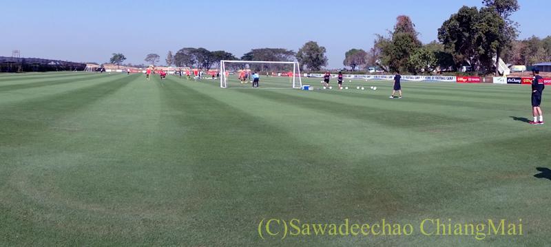 チェンマイ東部郊外にあるアルパインゴルフリゾートのサッカー場概観