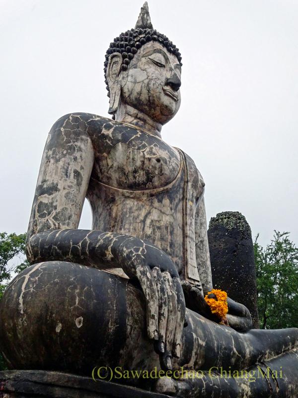 タイのスコータイ遺跡のワットトラパンングンの本尊