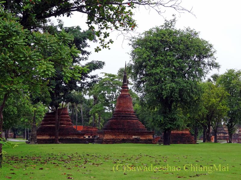 タイのスコータイ遺跡のワットトラパンングンの付随する仏塔