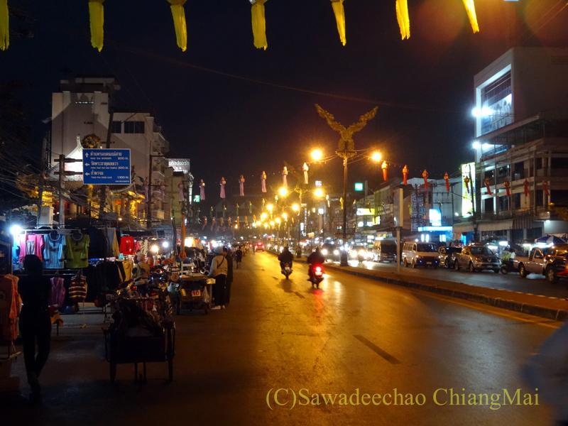 タイ最北の街メーサーイのナイトバザール概観