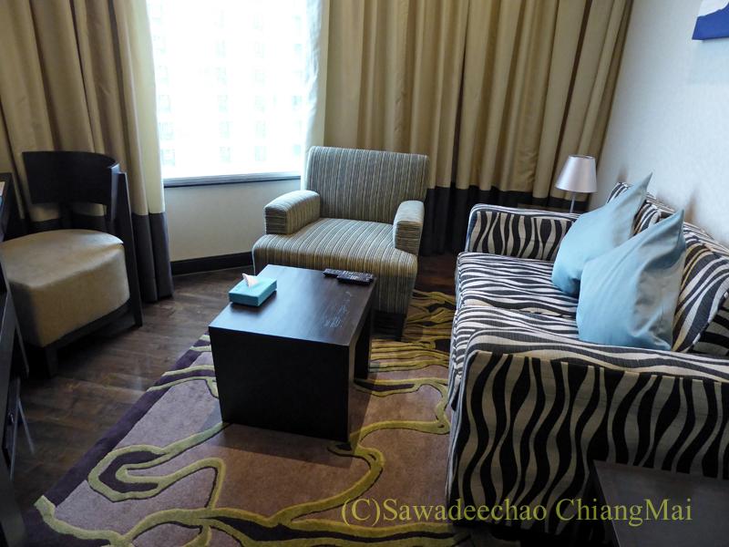 バンコクのジャスミンリゾートホテルのエグゼクティブルームのリビング概観