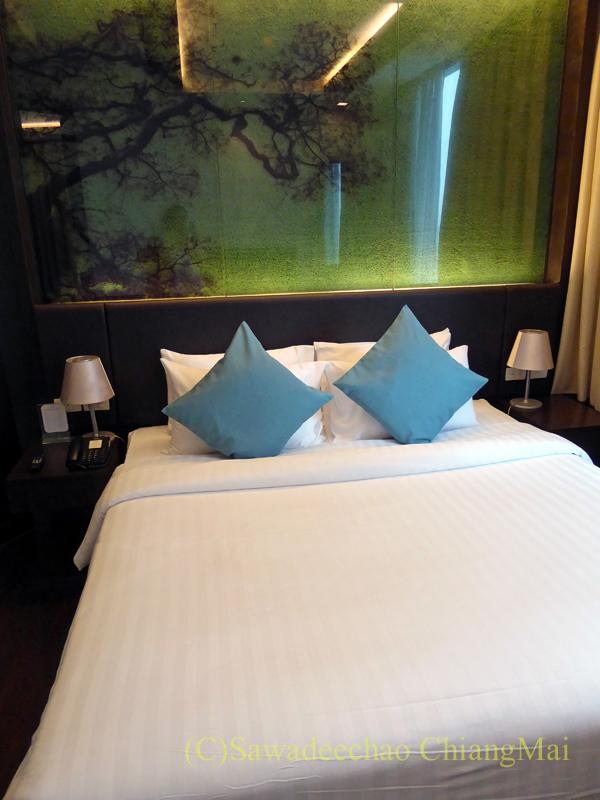 バンコクのジャスミンリゾートホテルのエグゼクティブルームのベッド