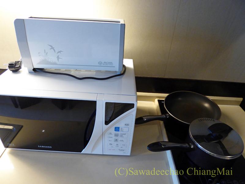 バンコクのジャスミンリゾートホテルのエグゼクティブルームの調理器具