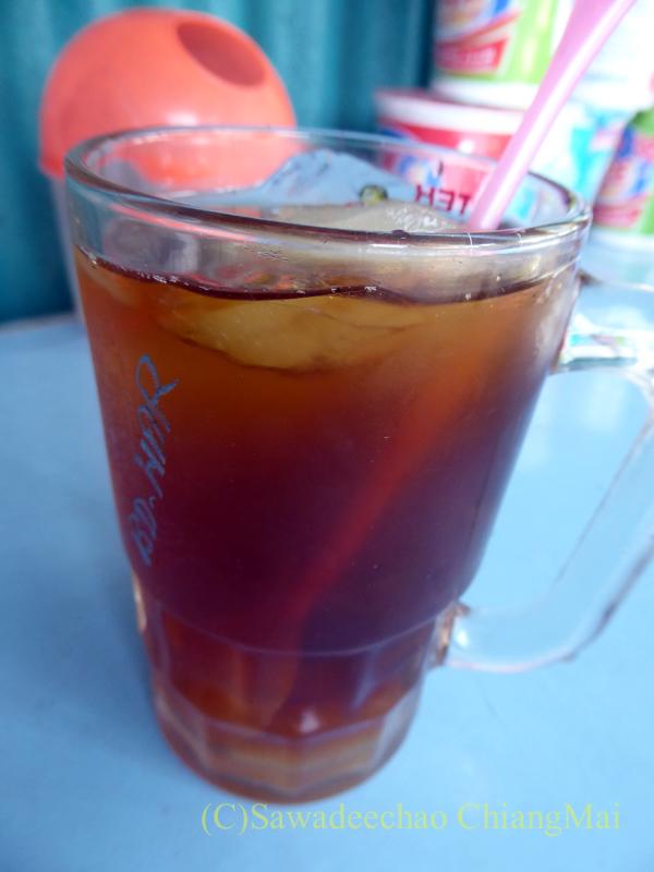 インドネシアのラウ山麓にある店で飲んだジャワティー