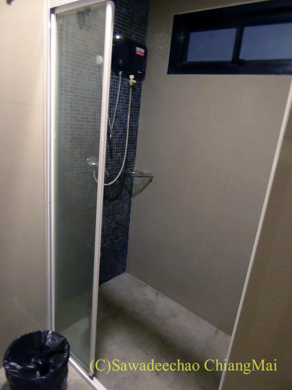スワンナプーム空港近くのフェニックスホテルのシャワーブース
