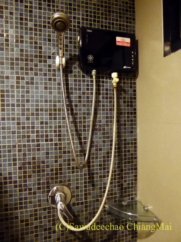 スワンナプーム空港近くのフェニックスホテルのシャワーの湯沸かし器