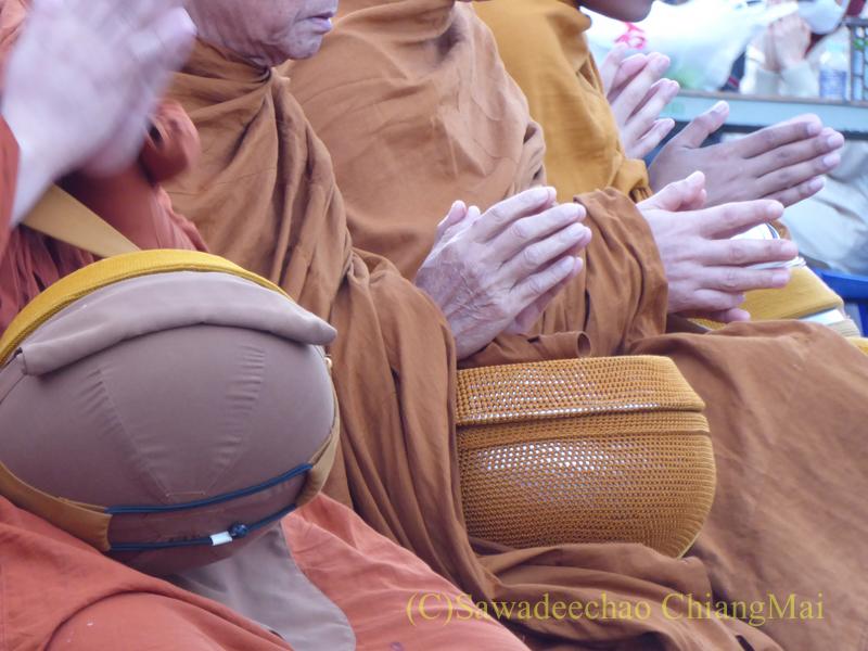 チェンマイの元旦の特別タムブン
