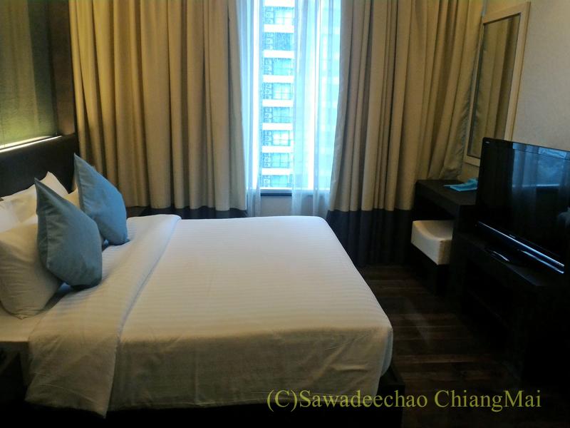 バンコクのジャスミンリゾートホテルのエグゼクティブルームのベッドルーム概観