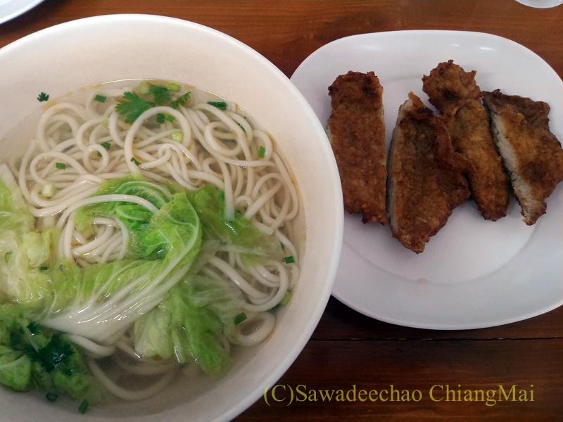 チェンマイにある雲南&台湾料理のフアリンレストランの排骨麺