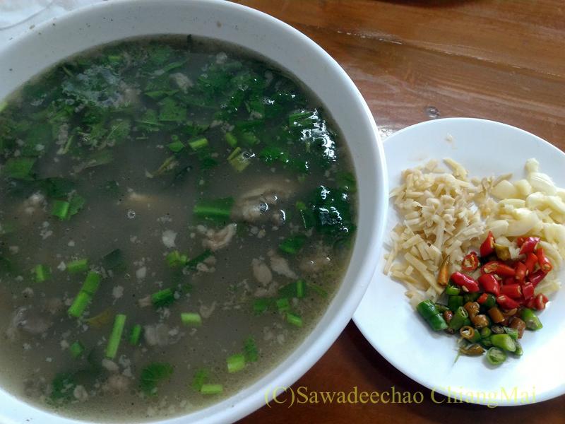 チェンマイにある雲南&台湾料理のフアリンレストランの雲南牛肉湯