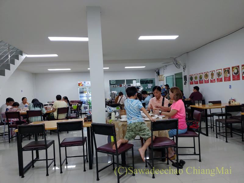 チェンマイにある雲南&台湾料理のフアリンレストランの店内