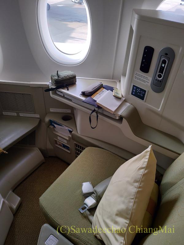 ベトナム航空VN301便ホーチミンシティ行きのビジネスクラスのシート