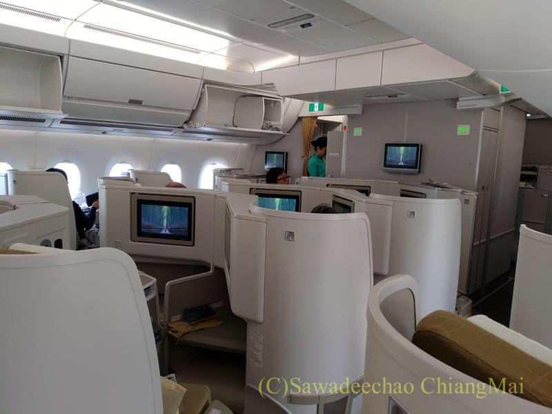 ベトナム航空VN301便ホーチミンシティ行きのビジネスクラスのキャビン