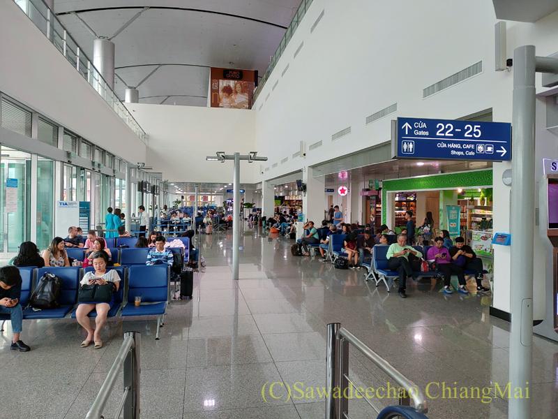 ベトナム・ホーチミンシティ空港のバスゲート概観