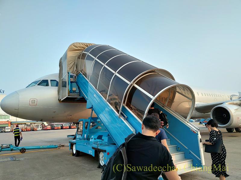 ベトナム航空バンコク行きのエアバスA321型機外観