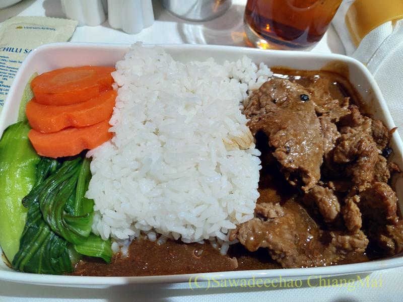 ベトナム航空VN607便のビジネスクラスで出た牛肉の煮込み