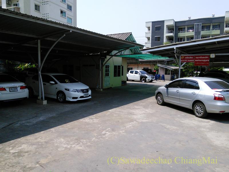 チェンマイ市内にある洗車屋の内部