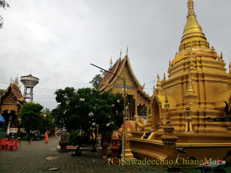 アーサーラハブーチャ(三宝節)でお参りしたチェンマイの寺院の境内
