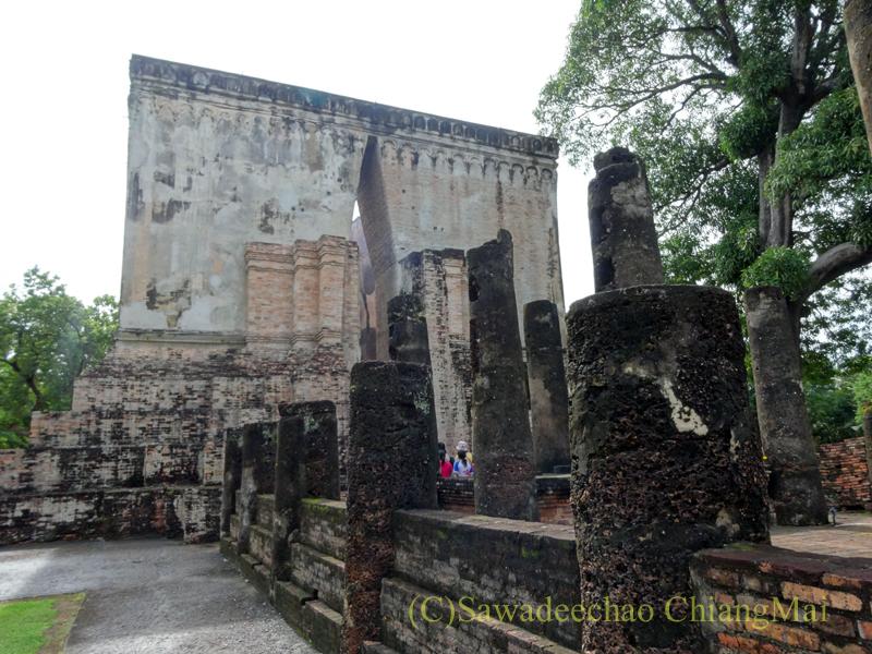 タイのスコータイ遺跡最大のみどころワットシーチュム