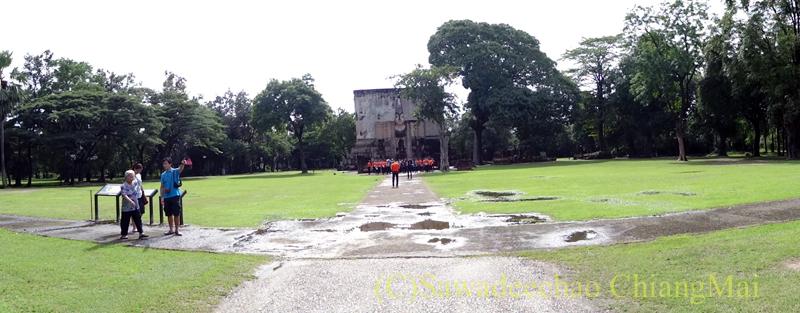 タイのスコータイ遺跡のワットシーチュム概観