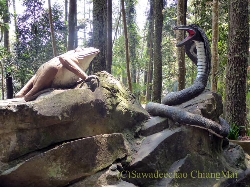 インドネシアのソロ(スラカルタ)郊外にあるタワンマングの滝のオブジェ