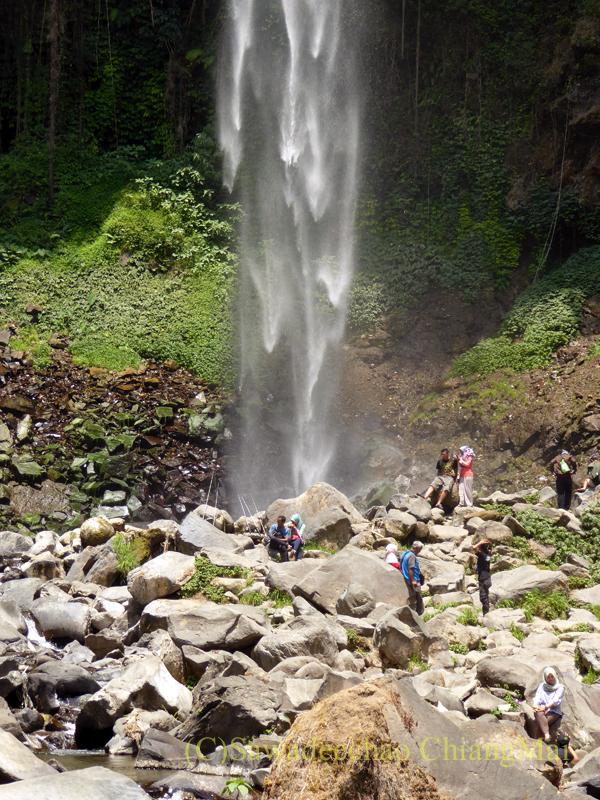 インドネシアのソロ(スラカルタ)郊外にあるタワンマングの滝のアップ