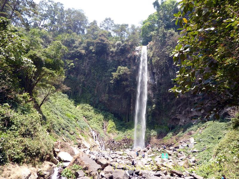 インドネシアのソロ(スラカルタ)郊外にあるタワンマングの滝