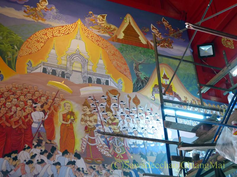 チェンマイで一番美しい仏像、プラチャオガオトゥーが納められている堂の壁画