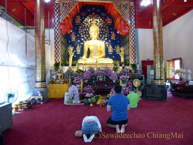 チェンマイで一番美しいと言われる仏像、プラチャオガオトゥー