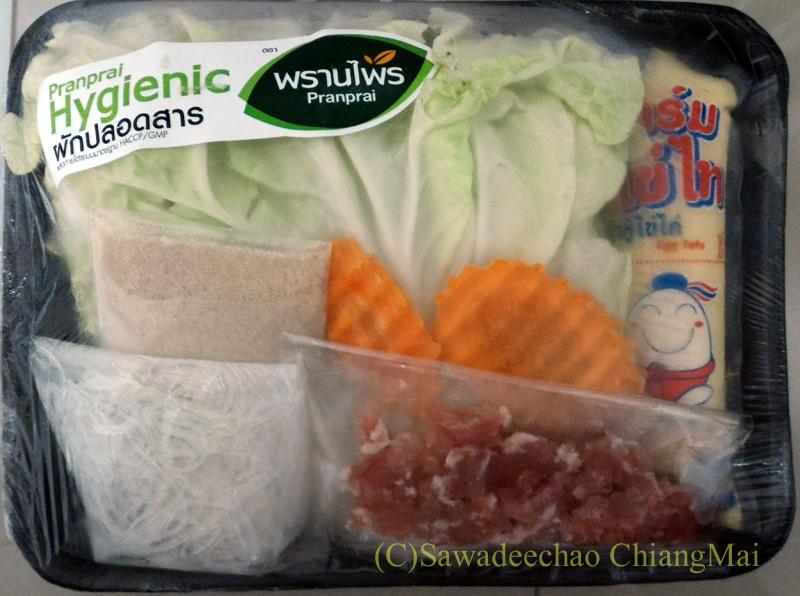 チェンマイのミニスーパーで購入した豆腐の中華風澄ましスープセット
