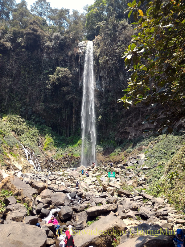 インドネシアのソロ(スラカルタ)郊外にあるタワンマングの滝全景