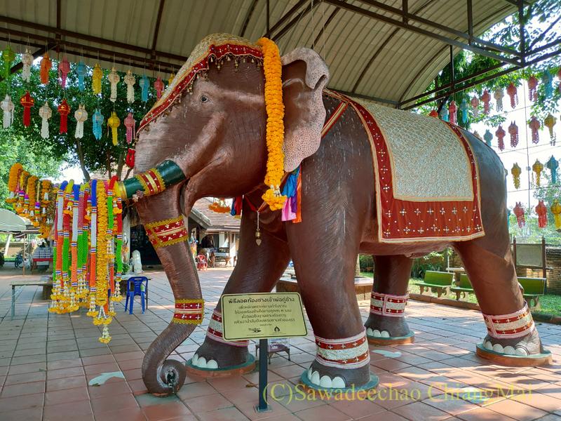 ラムプーンにある戦死した王家の象と馬の墓塔クーチャーンクーマーの象